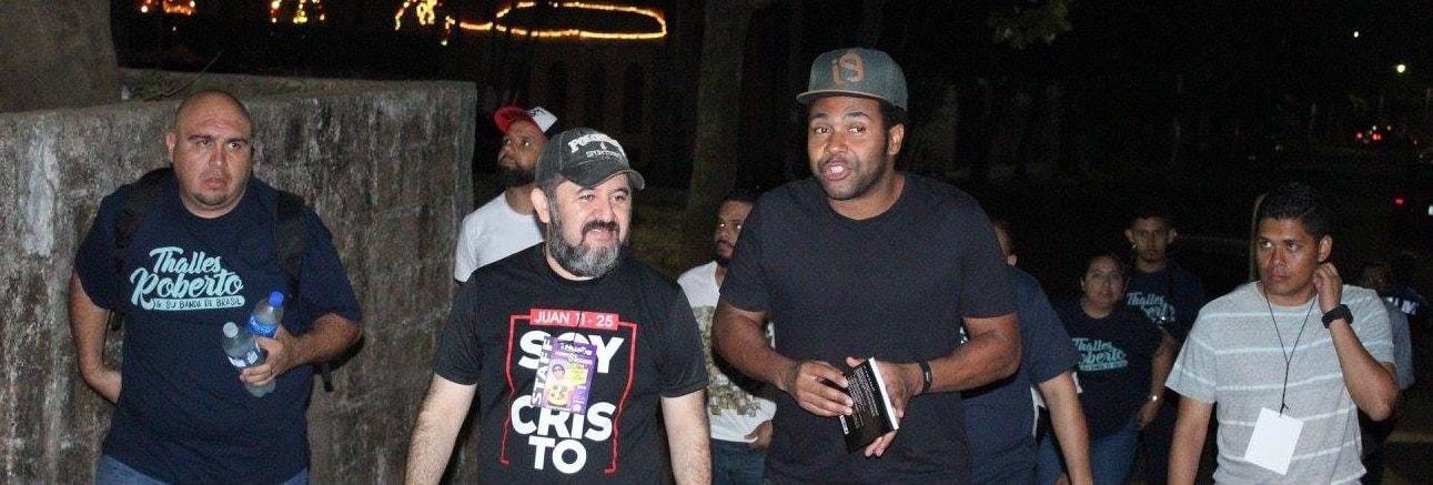 Thalles Roberto, noche con la comunidad